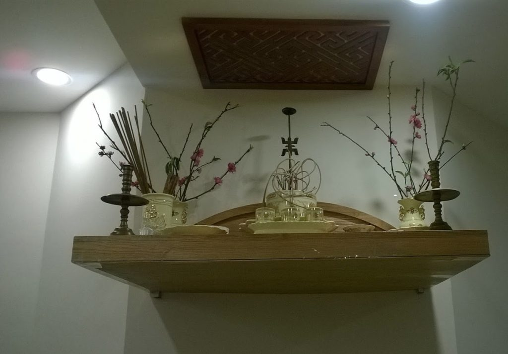 Mẫu bàn thờ treo tường phòng khách được ưu chuộng nhất năm 2018