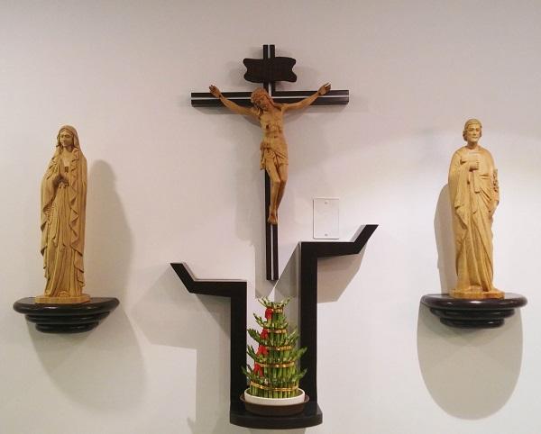 Những mẫu bàn thờ treo công giáo đẹp nhất hiện nay