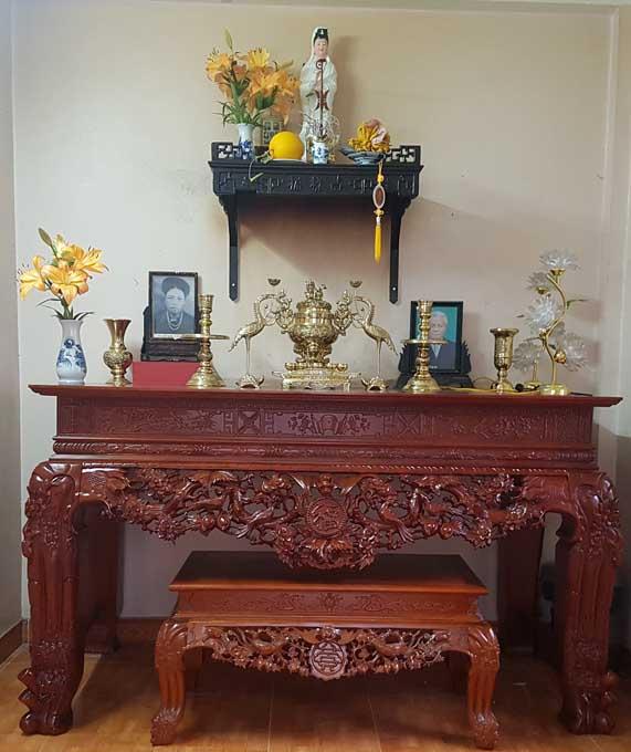 Sập thờ chữ Phúc sản xuất từ chất lượng gỗ cao cấp, vỏ sơn bên ngoài màu sắc sang trọng